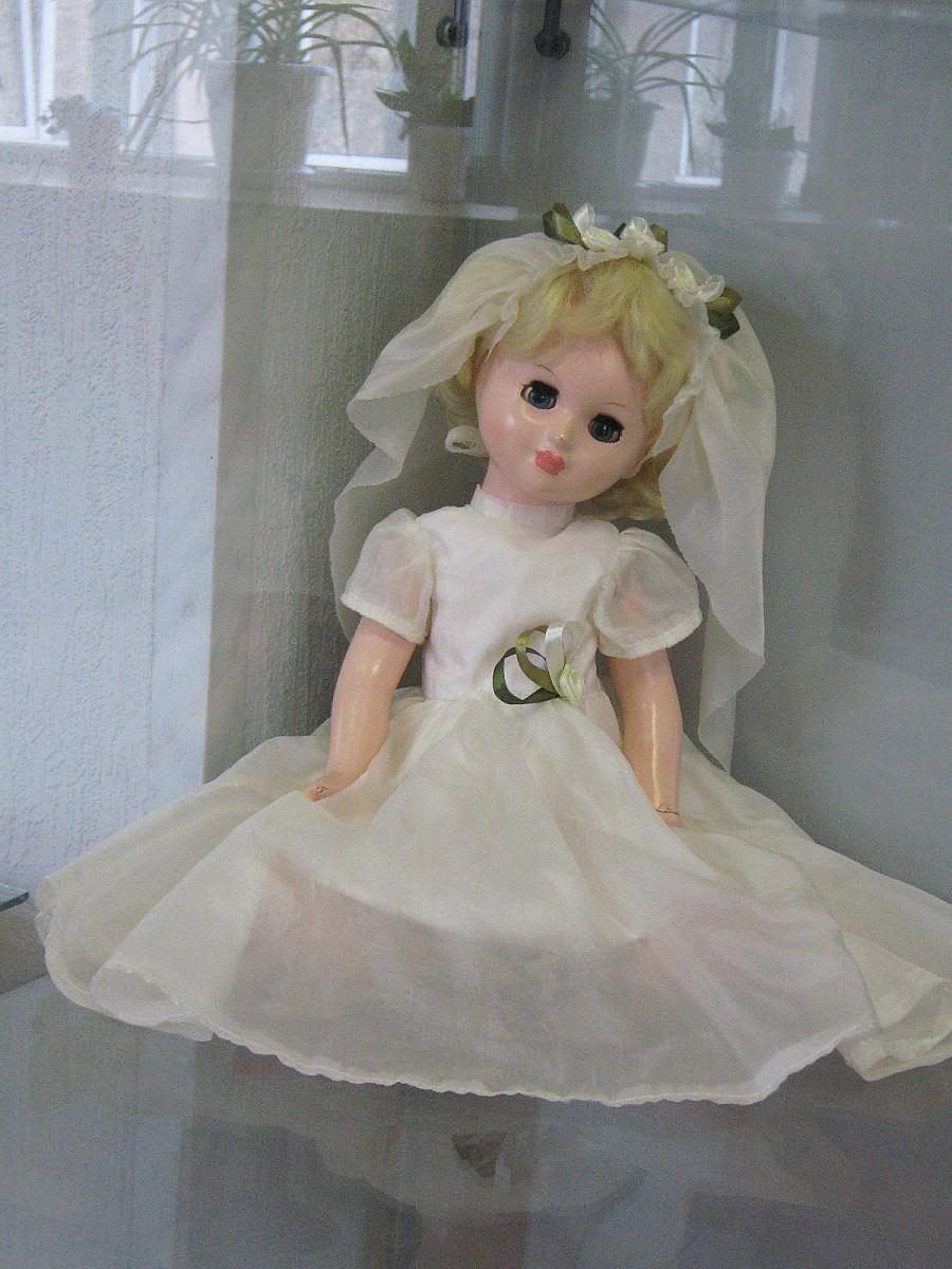 Как сделать для куклы свадебное платье своими руками