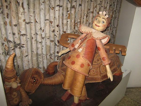Буратино и черепаха – экспонаты Сибирского дома сказок © Алёна Груя