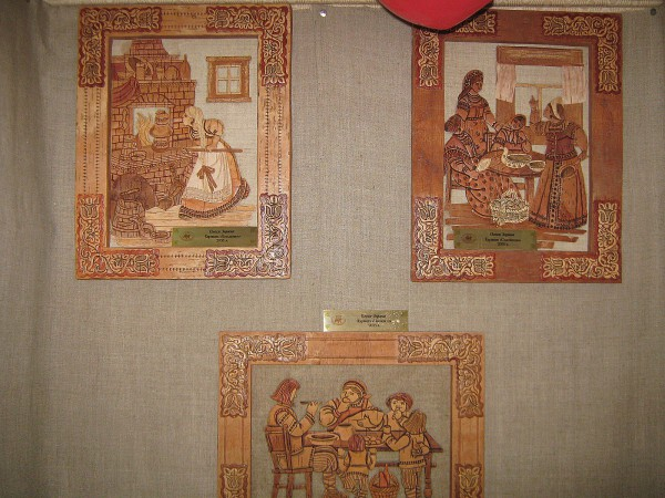 Картины во втором зале Сибирского дома сказок © Алёна Груя