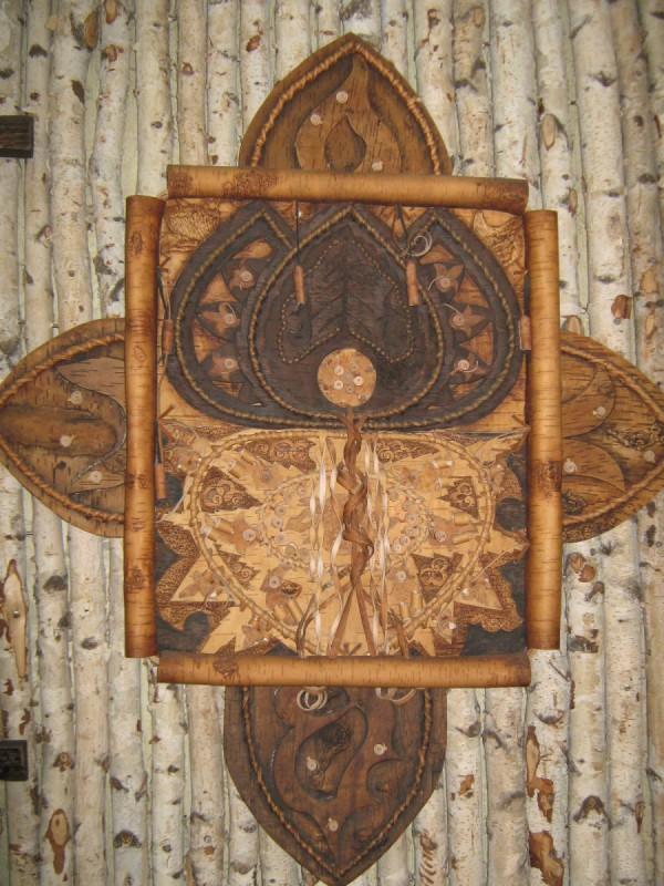 Берестяное панно, висящее во втором зале музея © Алёна Груя