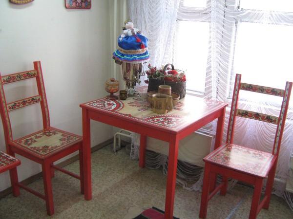 Расписная мебель в Сибирском доме сказок © Алёна Груя