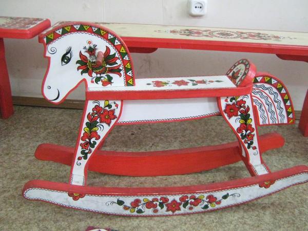 Лошадка-качалка в Сибирском доме сказок © Алёна Груя