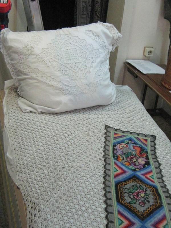 Кровать, стоящая в третьем зале Сибирского дома сказок © Алёна Груя