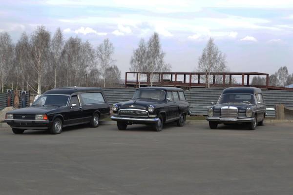 Автомобили возле музея © Алёна Груя
