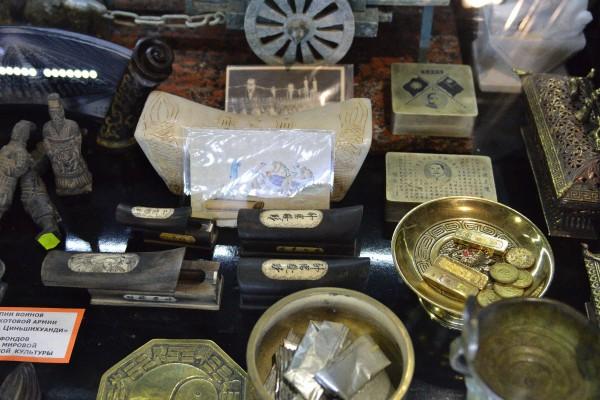 Предметы в экспозиции Музея мировой погребальной культуры © Алёна Груя