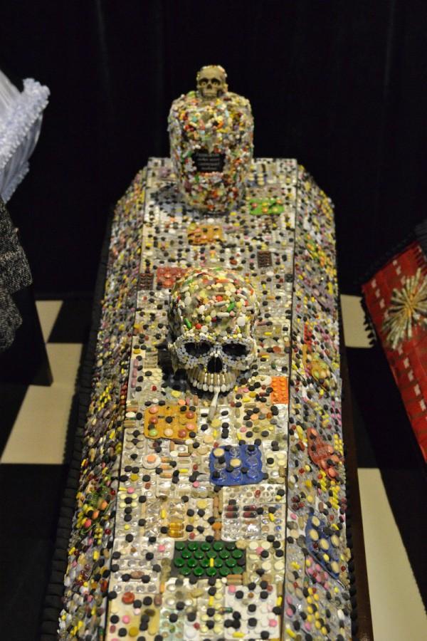 Гроб, оформленный таблетками – экспонат музея © Алёна Груя