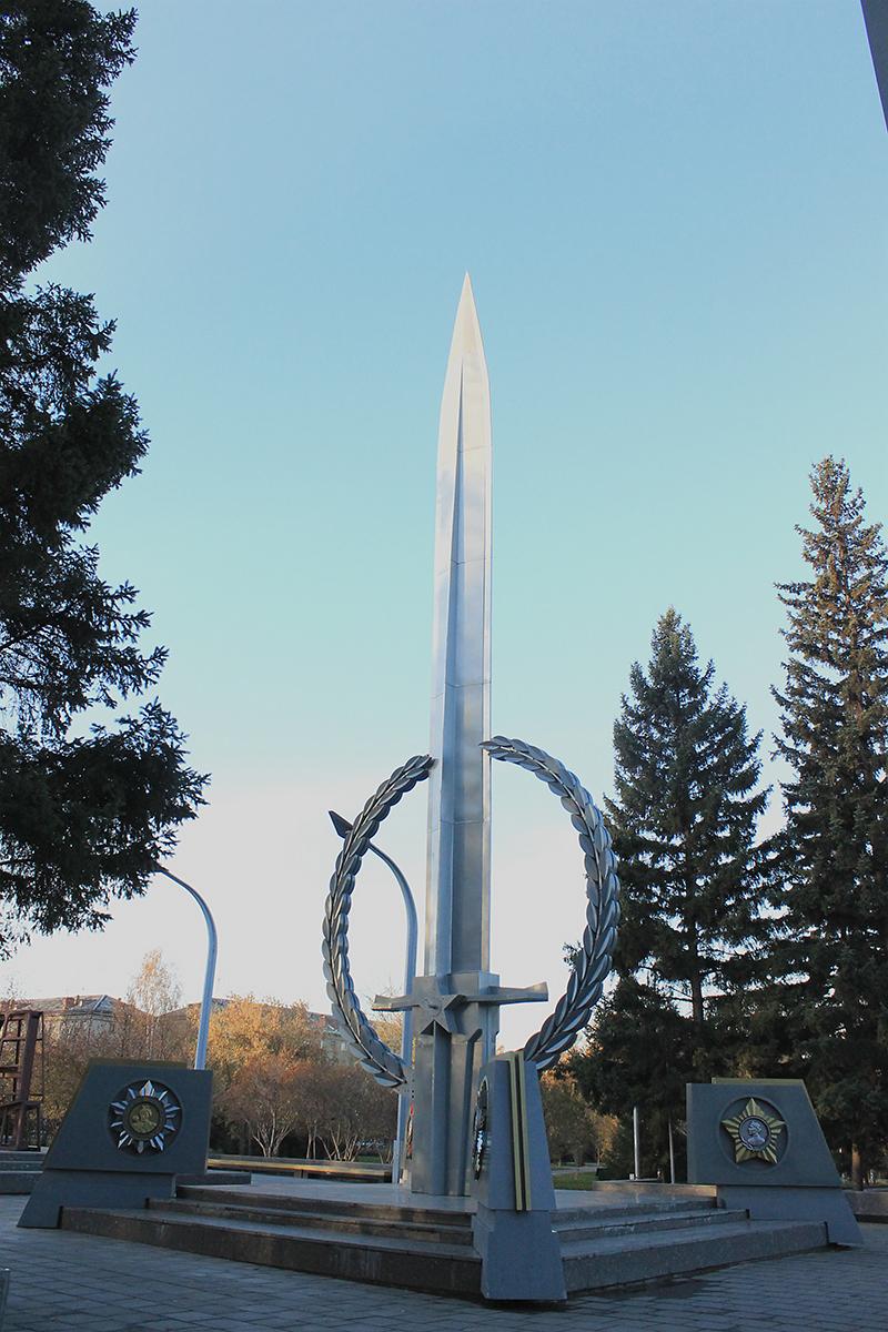 Памятники в новосибирске меч цена на памятники из гранита в москве